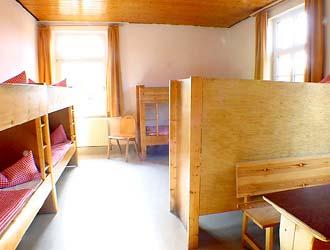 Blick in Zimmer-Nr.14 (8-Bett-Zimmer)